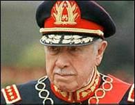 Pinochet_390_1